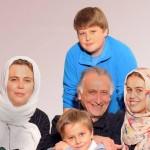 احمد نجفی و همسر و فرزندانش
